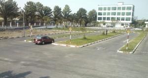 học lái xe ô tô ở quận hóc môn