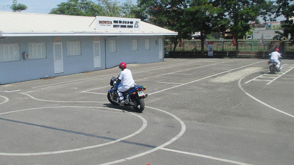 Điều kiện học bằng lái xe máy theo LUẬT hiện nay